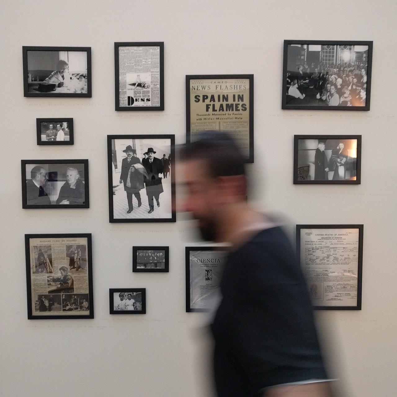 Fotografías y documentos de Científicos en la exposición Ciencia de Acogida